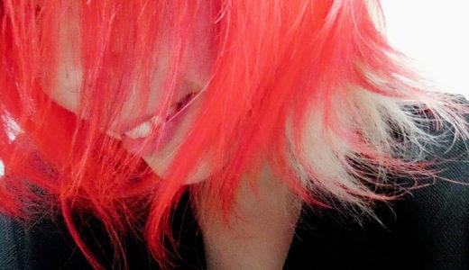 えりあしに薄い色を残したい場合、クリアの活用がオススメ。派手髪記録。